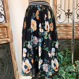 Ava & Viv Black Floral Skirt